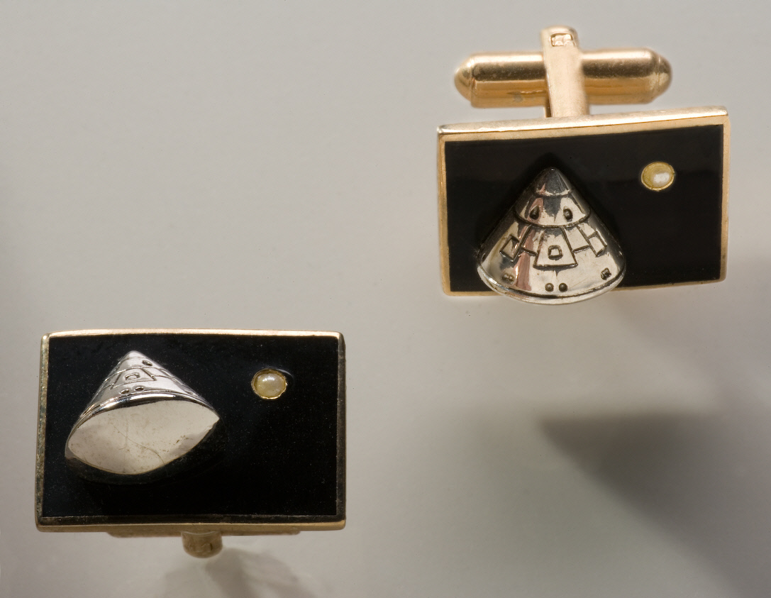 Image of : Cuff Links, Apollo 11