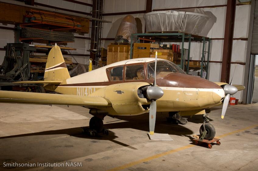 Image of : Piper PA-23 Apache