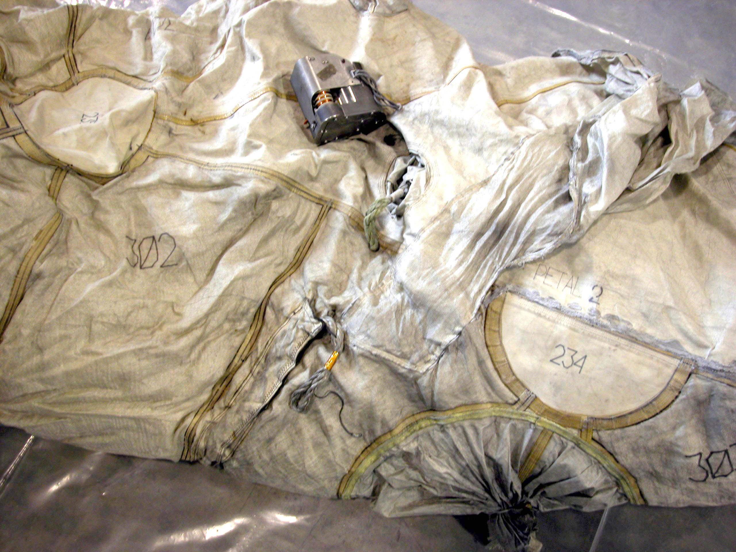 Image of : Airbags, Lander, Mars, Pathfinder