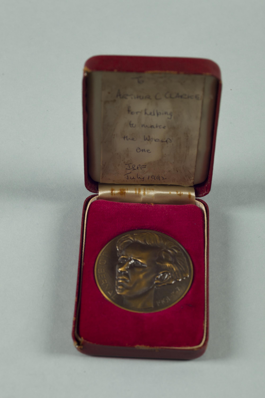 Image of : Medallion, J.D. Bernal, 1992