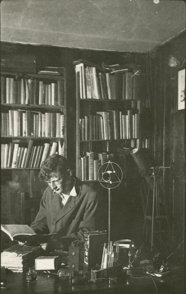 Arthur C. Clarke reads in his study