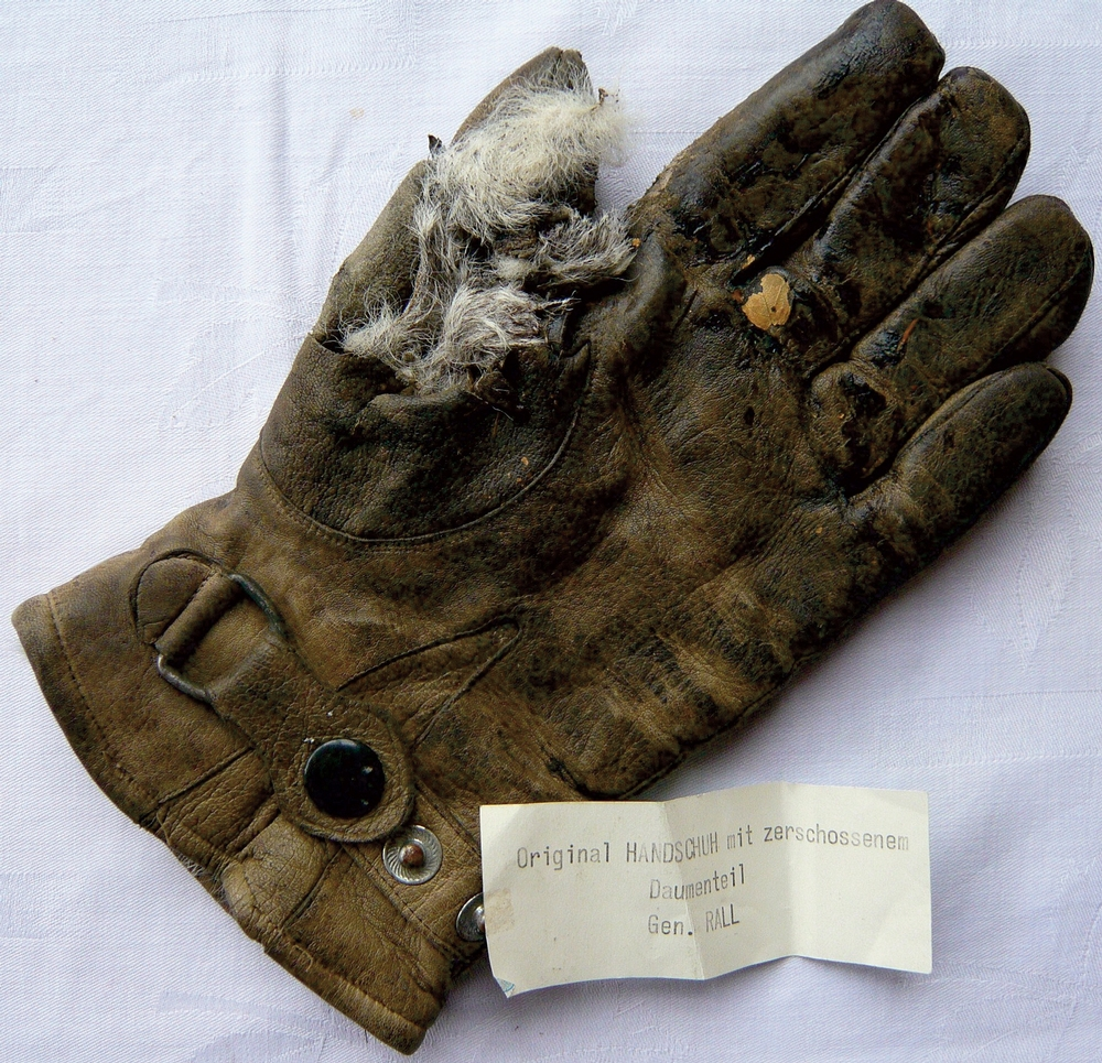 Günther Rall's glove with the torn thumb
