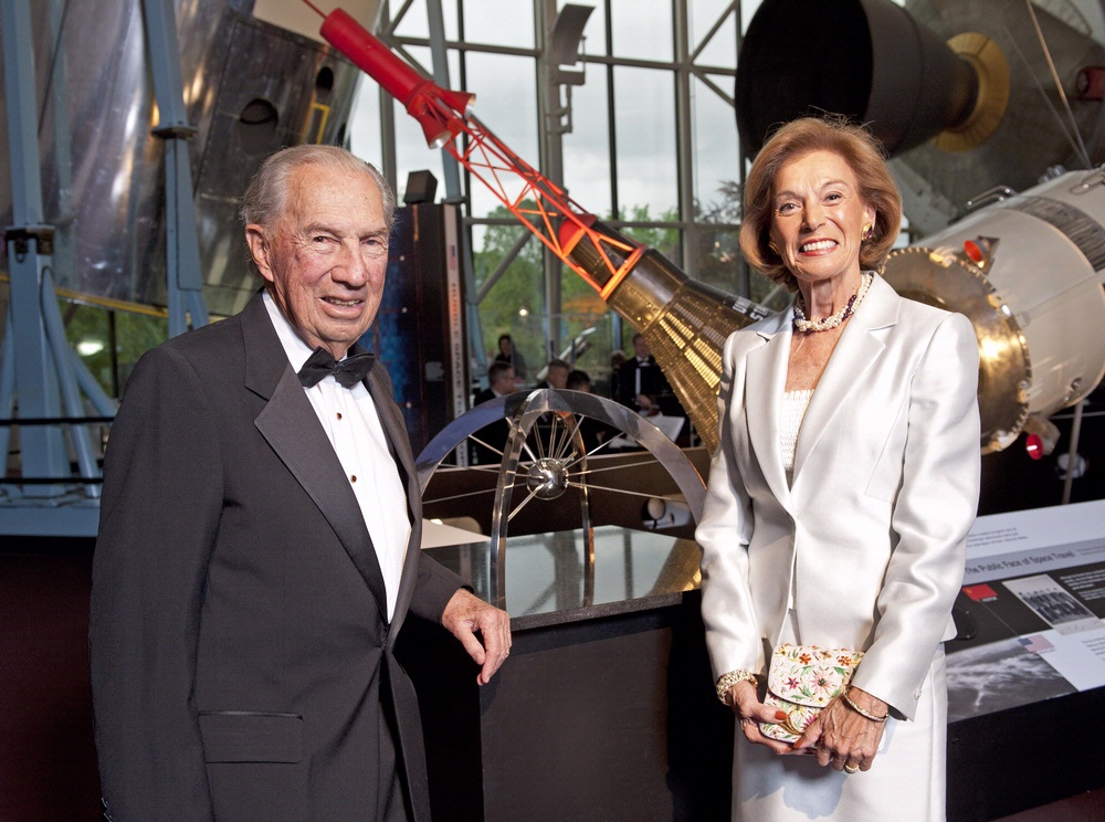 Sculptor John Safer and wife, Joy