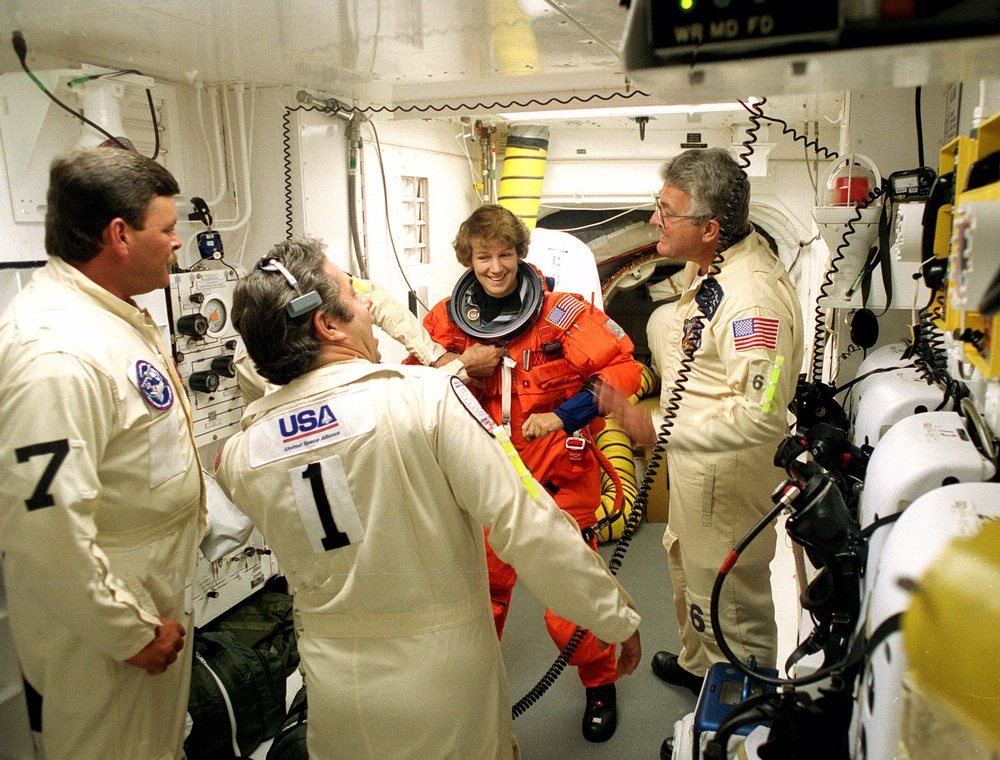 first female space shuttle commander - photo #14