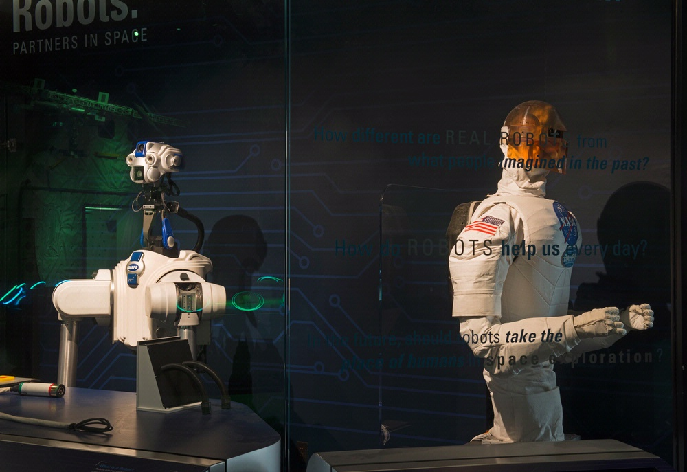 DARPA ARM and Robonaut 1