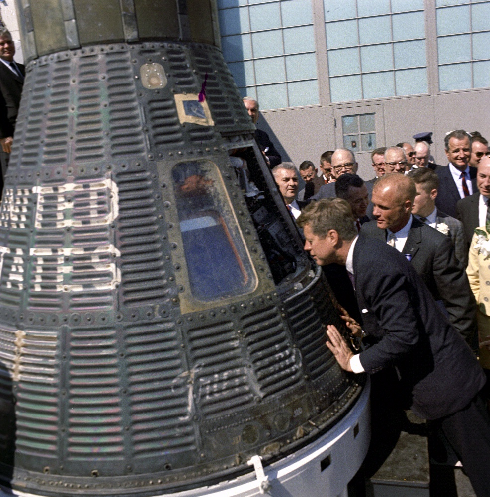 President Kennedy and John Glenn inspect Friendship 7.