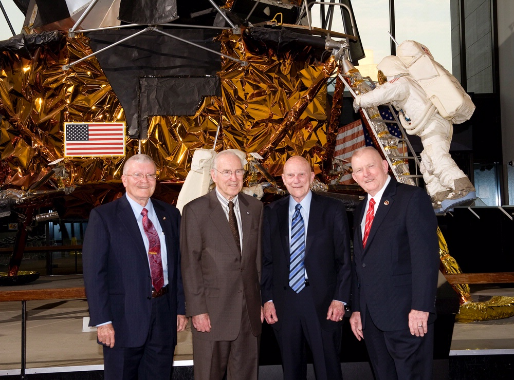 a research on the apollo 13 mission One side felt that ethics and integrity were clearly shown in apollo 13 when they decided to abandon the mission to the moon when the spacecraft failed for the safety of the astronauts.